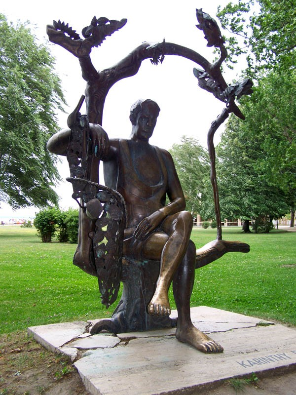 Siófok, Karinthy Frigyes szobra
